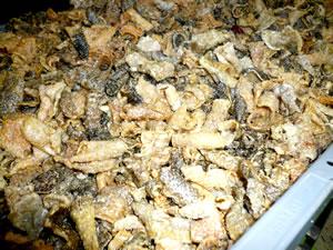江戸屋 鮭皮チップ工程